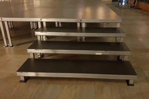 schody z podestów scenicznych light 2mx0,5m