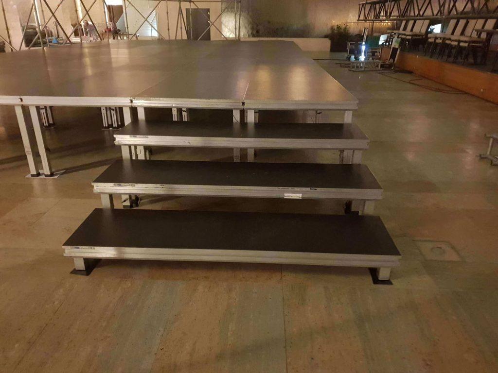schody z podestów scenicznych light 2m x 0,5m