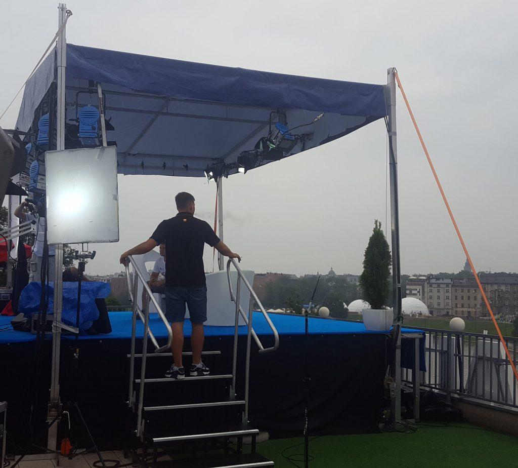 wynajem małej sceny z zadaszeniem dwuspadowym dach hotelu Polseki Światowe Dni Młodzieży